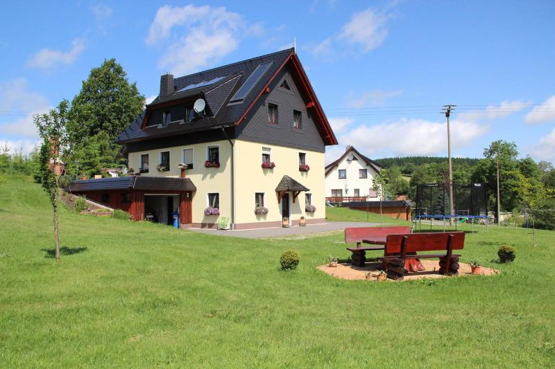 Am Erlermühlenbach - Ferienwohnung im Erzgebirge, holiday rental in Deutschneudorf