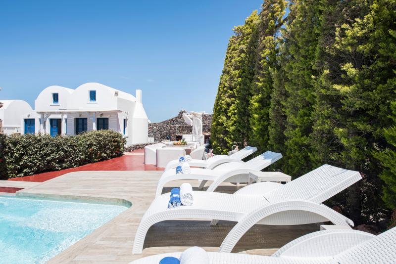 An attractive, light and airy villa build with lots of Santorini style. A unique residence.