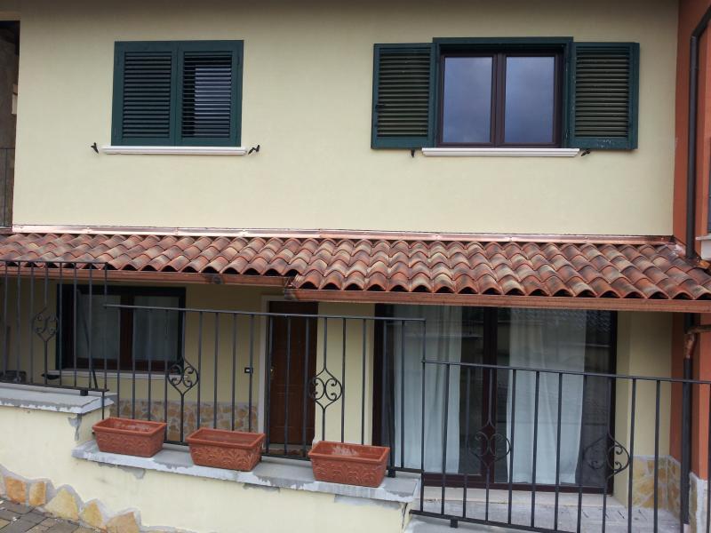 appartamento in villa di pregio 9 km dal centro, location de vacances à Pescorocchiano