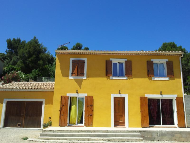 Villa idéale féria Arles Nîmes et festival Avignon, vacation rental in Aramon