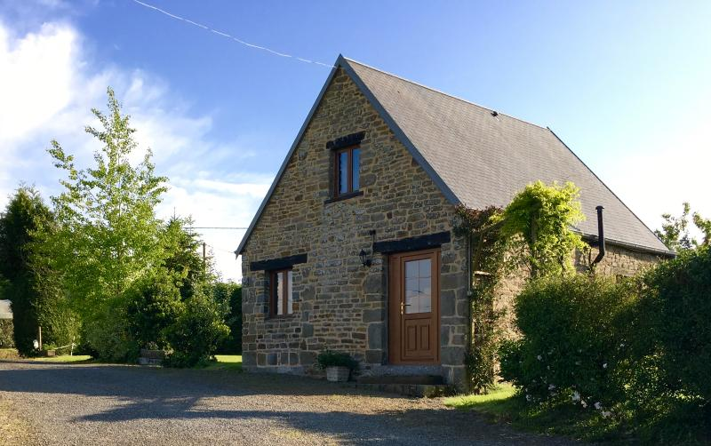 1  Bed cottage with pool* nearr Villedieu les Poeles, vacation rental in Villedieu-les-Poeles