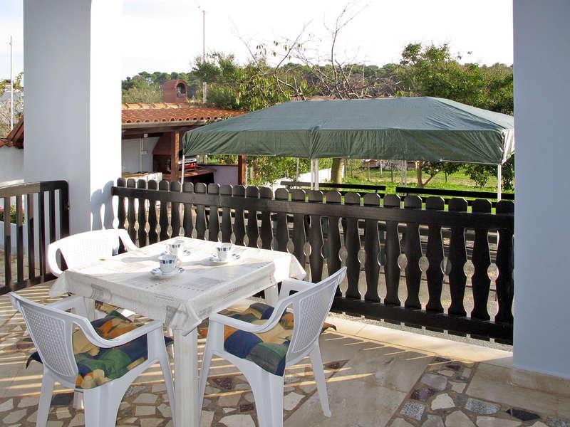 Apartment 3 in the Blue house, location de vacances à Vinkuran