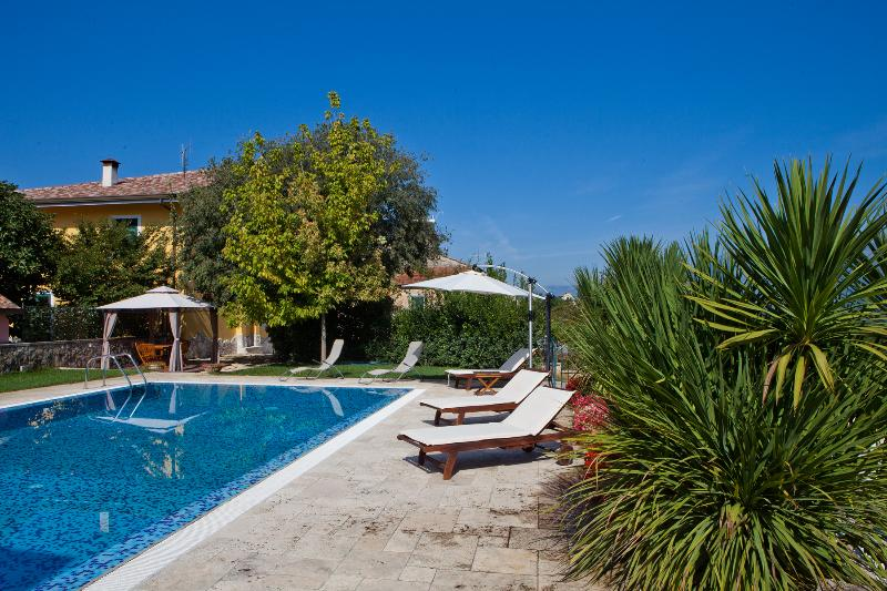 APPARTAMENTO 'Il melograno', holiday rental in Colfelice