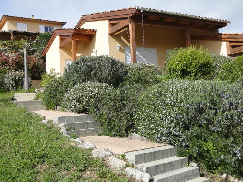 Les Villas de Lava  3*,A Mini-Villa 2 pièces Asphodèle, Charme Golfe de Lava, vacation rental in Villanova