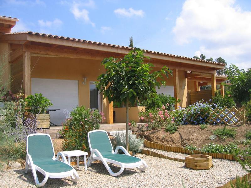 Les Villas de Lava 3*, B Mini-Villa 3 Pièces, Bord de mer Golfe de Lava, vacation rental in Villanova