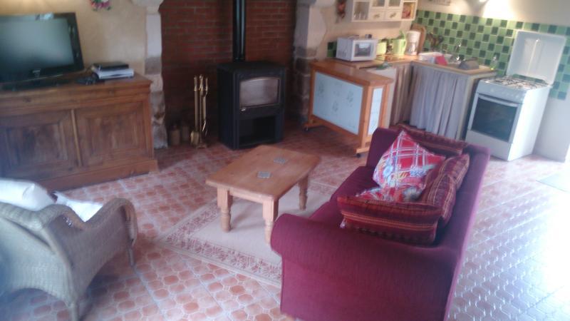 Gite a louer ' rose cottage', vacation rental in Fontenai-sur-Orne