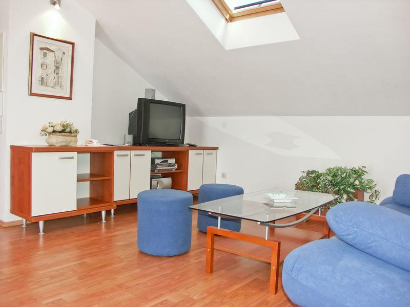 Deluxe Apartment (4+3), Breakfast included, vacation rental in Supetar
