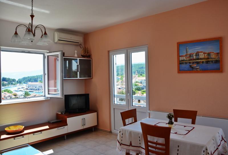 Deluxe Apartman Ena – semesterbostad i Vrboska