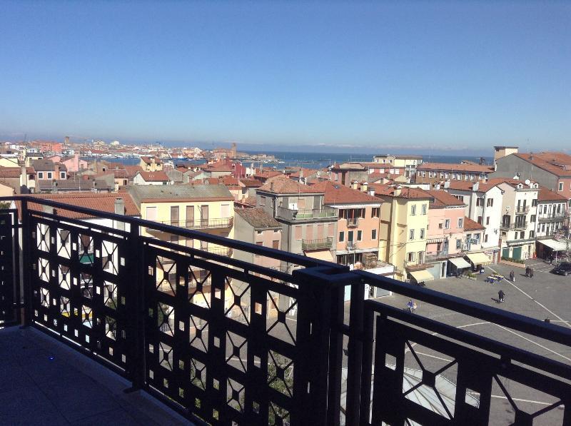 Spettacolare appartamento in centro a Sottomarina di mq 100 a pochi passi dal mare e vicino Chioggia