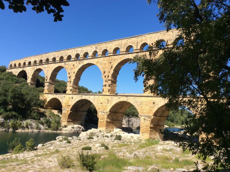 Appartement en Provence lumineux, calme et Climat, vacation rental in Collias