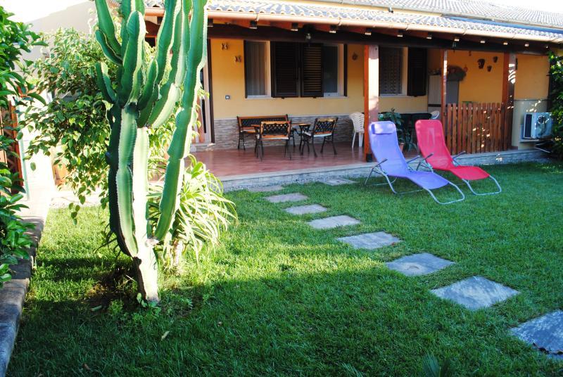 Villetta Gardenia-vicono al mare- ingresso e giardino privato, aluguéis de temporada em Cefalú