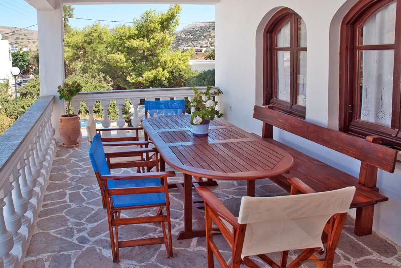 Cosy flat close to a sundy beach, vacation rental in Megas Gialos