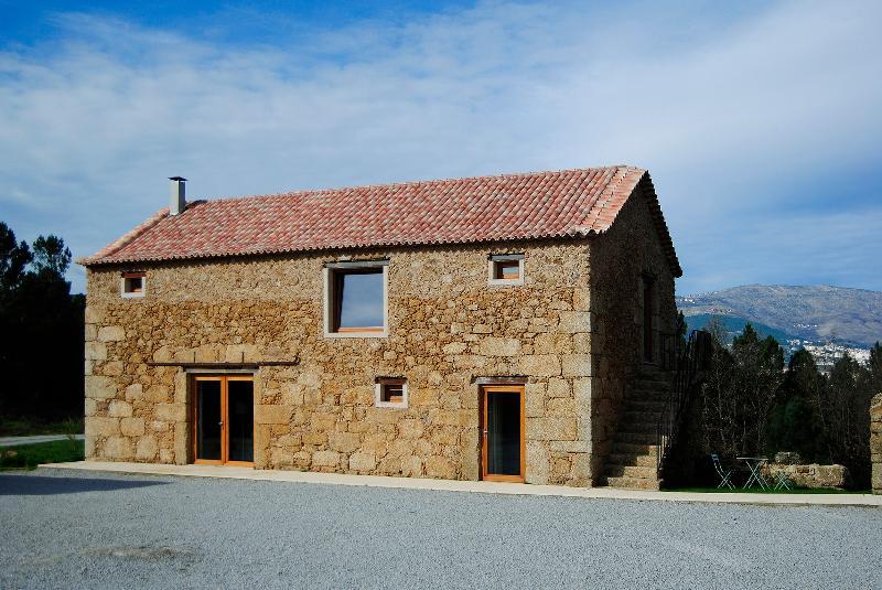 Quinta de Seves - Casa de Campo, vacation rental in Peraboa