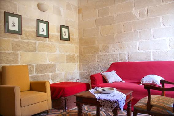 IMPRESSIVE TYPICAL HOUSE OF STONE IN THE CENTRE, vacation rental in Giorgilorio