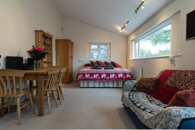 Bristol studio lodge+parking, holiday rental in Bristol
