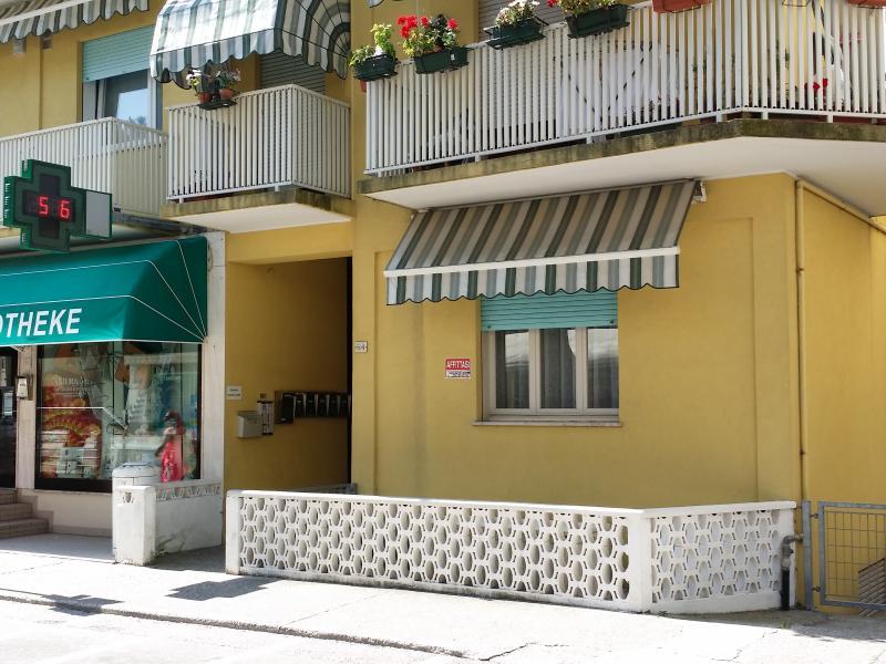 Appartamento a 150 metri dalla spiaggia e 500 dal centro piano terra, holiday rental in Caorle