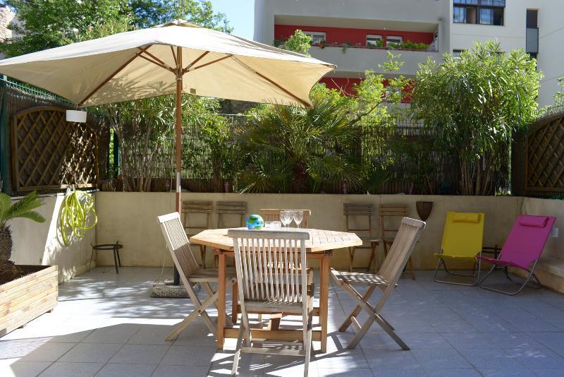 F3 68m2 - terrasse 27m2 - parking - centre ville, holiday rental in Montpellier