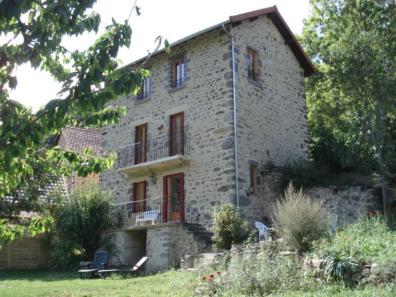 Maison Parc des volcans d'Auvergne, holiday rental in Saint-Diery