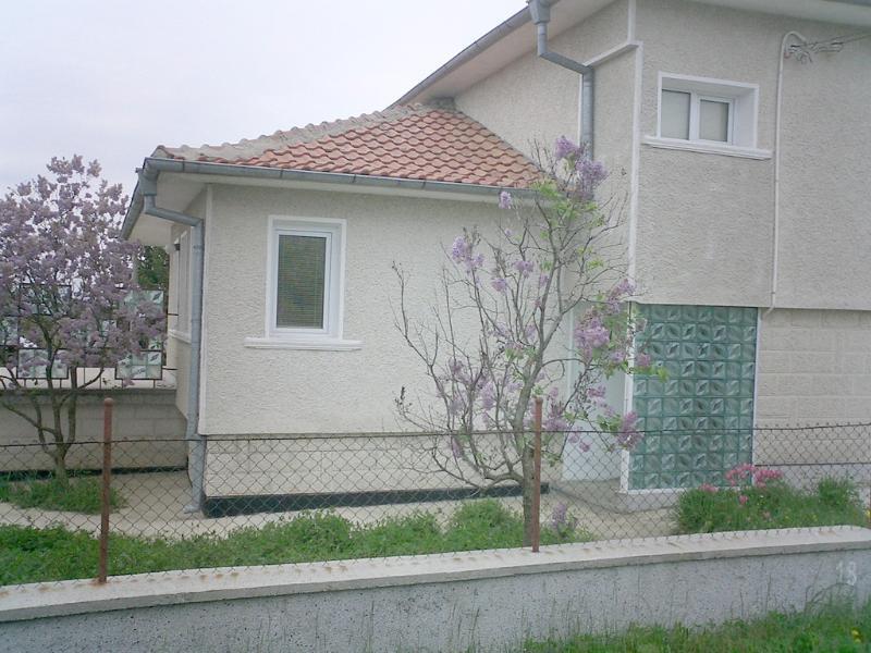 Maison spacieuse avec jardin clos près de la plage et voiture disponible à utiliser.