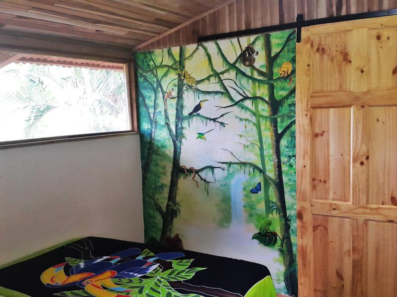 Villa Toucan: beautiful hand painted murals throughout