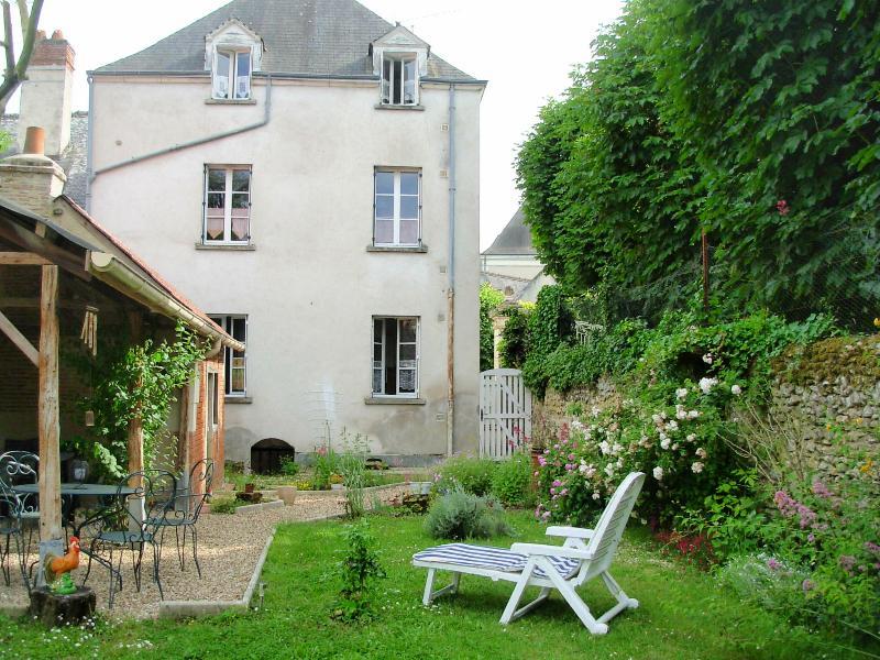 Appt RDC avec Jardin, à 300 m du Château d'AMBOISE, casa vacanza a Nazelles