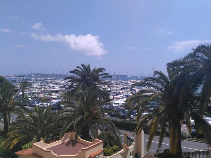 Studio with terrasse, sea view, close to the beach, vacation rental in Golfe-Juan Vallauris