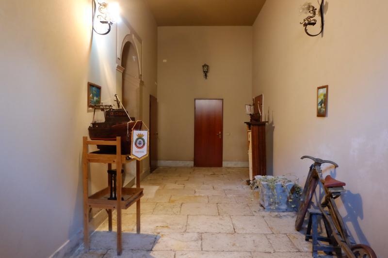 one floor of traditional Sicilian courtyard house, vacation rental in Mazara del Vallo