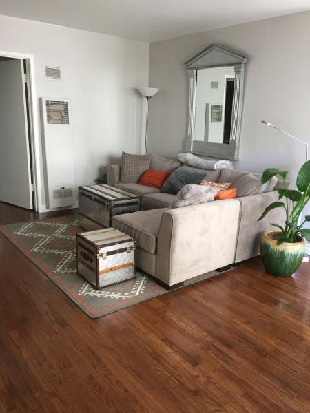 Lovely Santa Monica Condo with Deck, holiday rental in Santa Monica