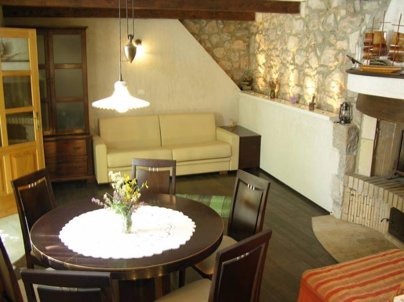 Unique studio apartment no.2 in Merag, island Cres, casa vacanza a Cres