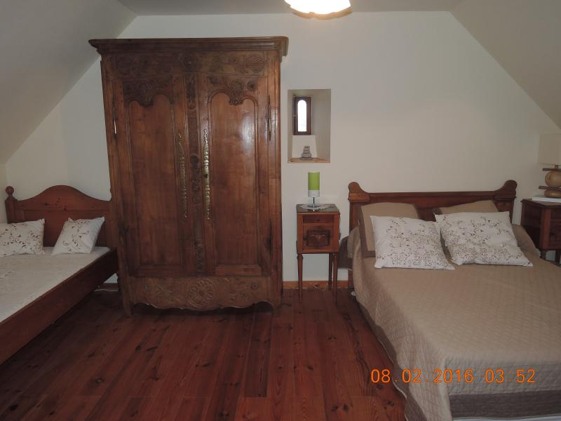 1st room with bed 140 and bed 90