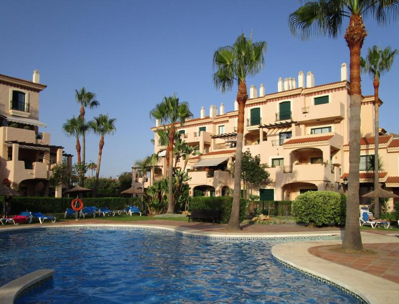 La Almadraba 424-Two bedroomed  Duplex -sleeps 5, holiday rental in Pueblo Nuevo de Guadiaro