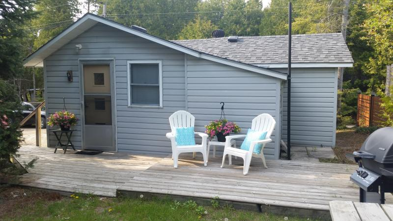 Beach House with Detached Bunkhouse in Sauble Beach, vacation rental in Shallow Lake