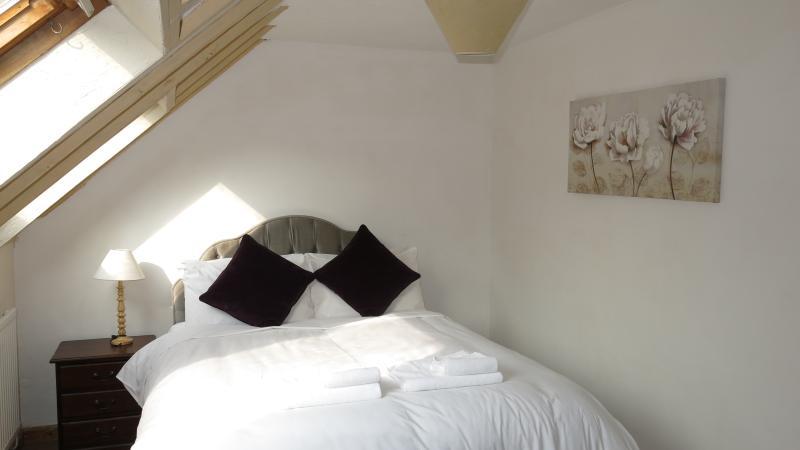 Master Bedroom - Queensize bed