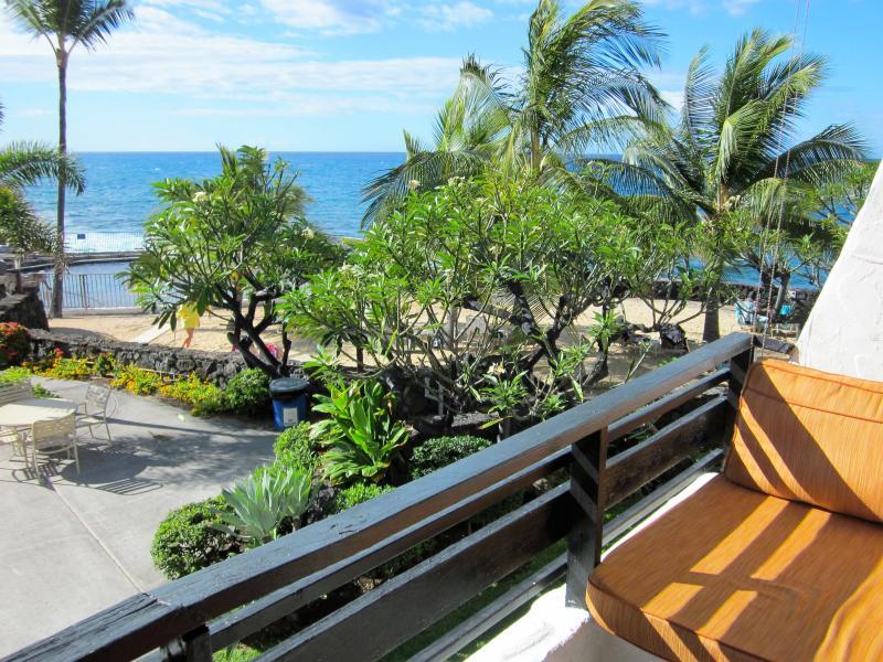 twin lounger overlooking beach area