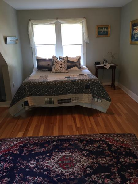 Air Conditioned Upstairs Queen Bedroom