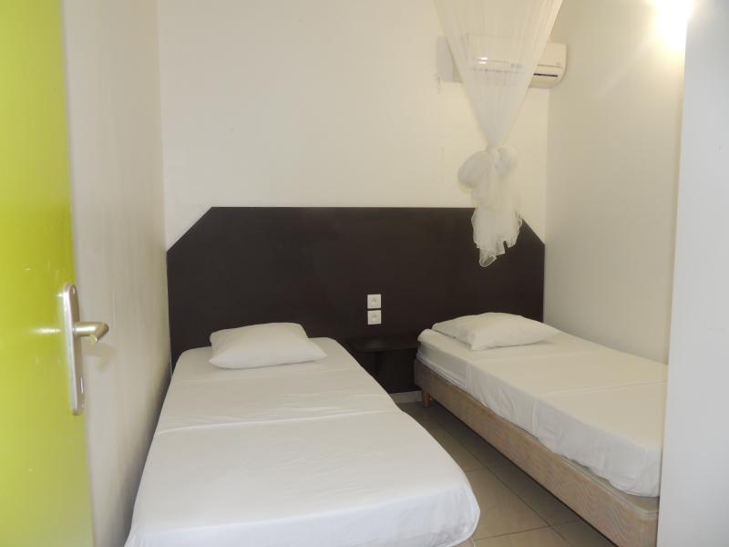chambre 3 avec 2 lits 90 climatisée