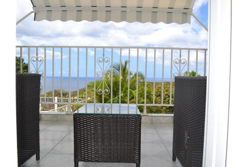 Floor terrace and sea views & pool