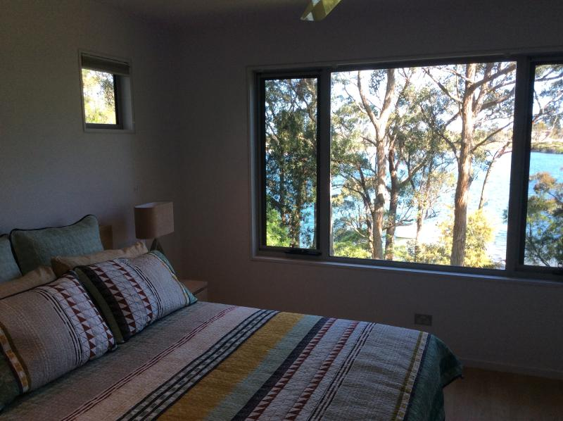 Treetops Waterfront BnB Paynesville, holiday rental in Raymond Island