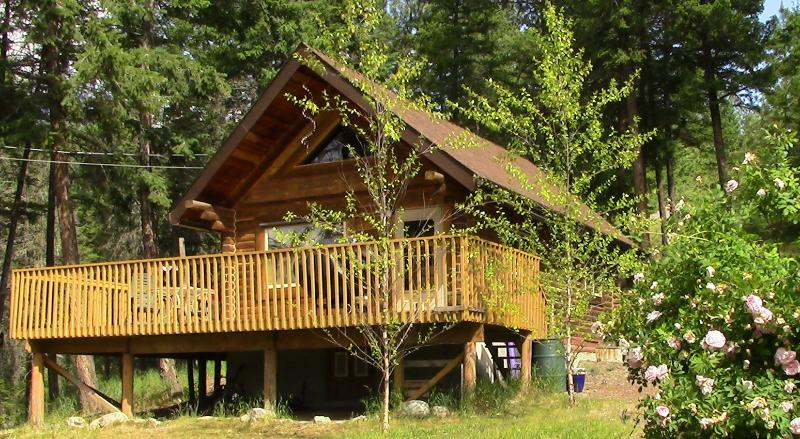 Okanagan log cabin guest house & private lakeview property, aluguéis de temporada em Lake Country