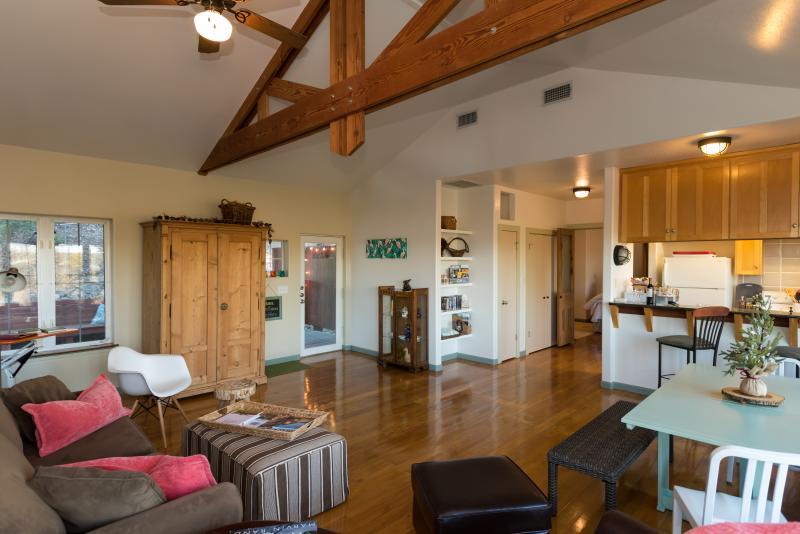 Oltre Il Soffitto Di Vetro Austin : Recensioni e foto per lake austin hill country luxury cabin