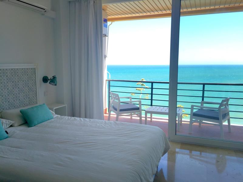 Beachfront. Satellite TV. WIFI. Castillo de Santa Clara., vacation rental in Torremolinos