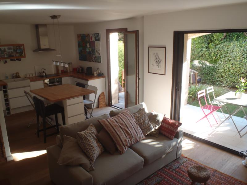 Charming and Cosy Apartment at 200m from the Beach, holiday rental in Saint-Cyr-sur-Mer