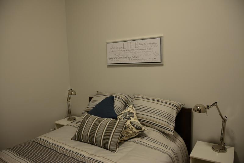 Back bedroom. 1 queen size bed