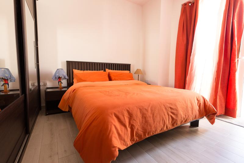 Double bed with terrace, private bathroom and WIFI