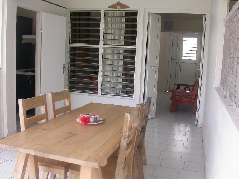 Maison mitoyenne 5 minutes à pieds de la plage, vacation rental in Sainte-Anne