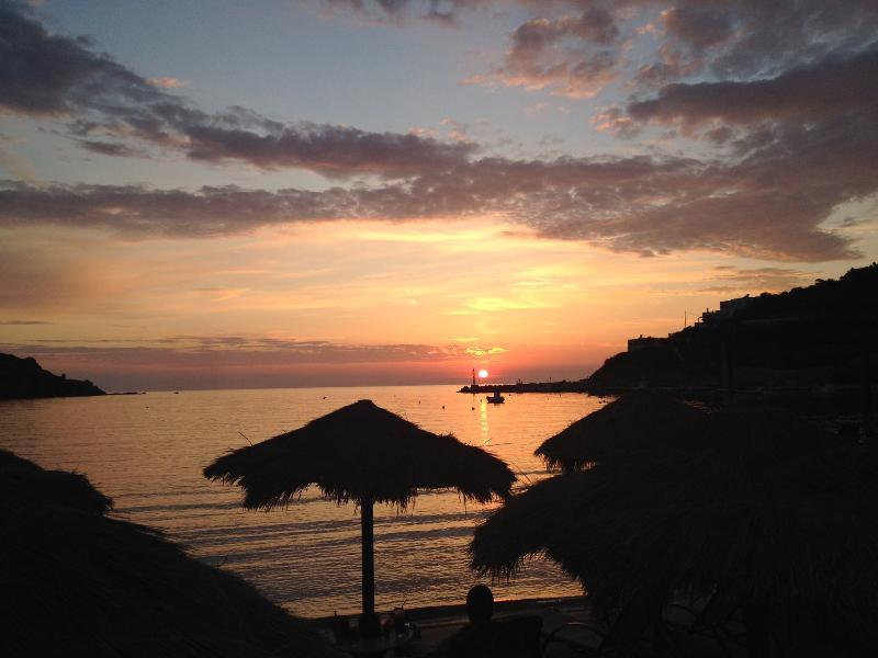Ag,Ioannis Peristeron Beach 1km away from Galini Family House