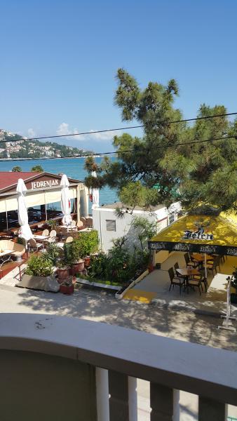 App. 55sq.m, 1st fl, sea view, room,bath,dinn rm., casa vacanza a Igalo