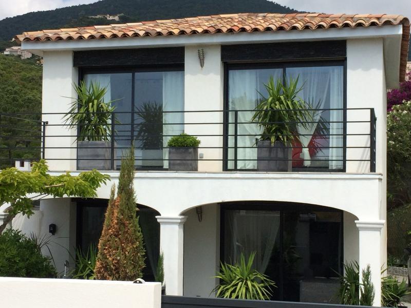 Villa neuve, holiday rental in Cavalaire-Sur-Mer