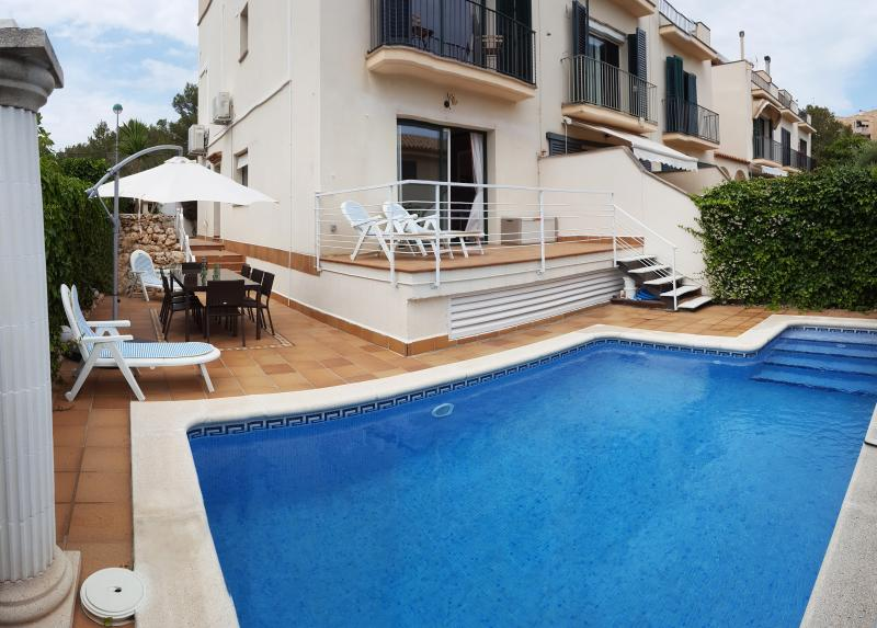 Stunning Sitges House, Pool, Sea & Mountain Views., aluguéis de temporada em Sitges