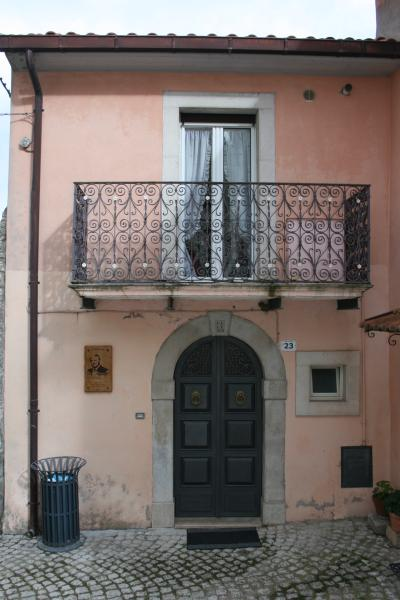 Don Pasquale Scontrone House, holiday rental in Montaquila
